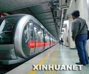 北京地铁缩短行车间隔提升运力