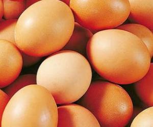 鸡蛋中有较丰富的铁可维护皮肤美